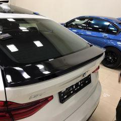 Покрытие черным глянцем крыши, спойлера и зеркал BMW GT