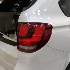 Тонировка задней оптики BMW X5 полиуретаном