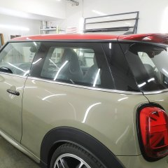 Антихром и спортивные полосы на Mini Cooper