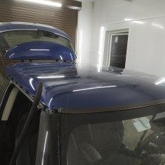 Покрытие в белый глянец спойлера и крыши Mini Cooper.