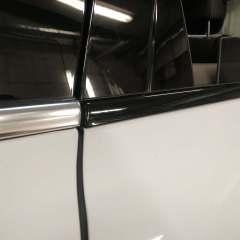 Покрытие молдингов Porsche Cayenne в черный глянец